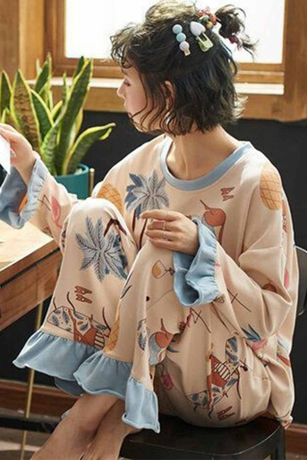 Bej renkli fırfırlı sıfır yaka özel tasarım çiçek desenli bayan pijama takımı